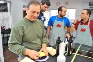 Claudio Rossoni (centralizando o suporte), Rafael Oliveira (esquerda) e Marcos Rugnia (direita)
