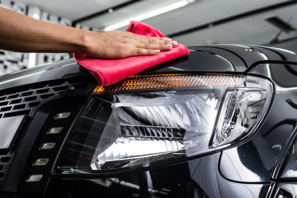 Quem disse que você não pode deixar seu carro brilhando em casa mesmo?
